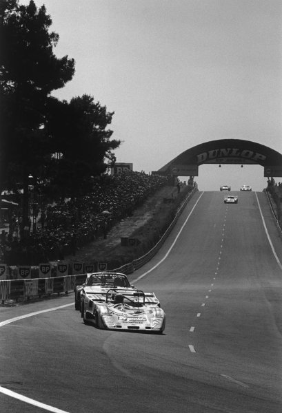 Le Mans, France. 12 - 13 June 1976 Xavier Lapeyre/Bernard Chevanne (Lola T286 Ford), retired, action. World Copyright: LAT PhotographicRef: 8776 - 8A.