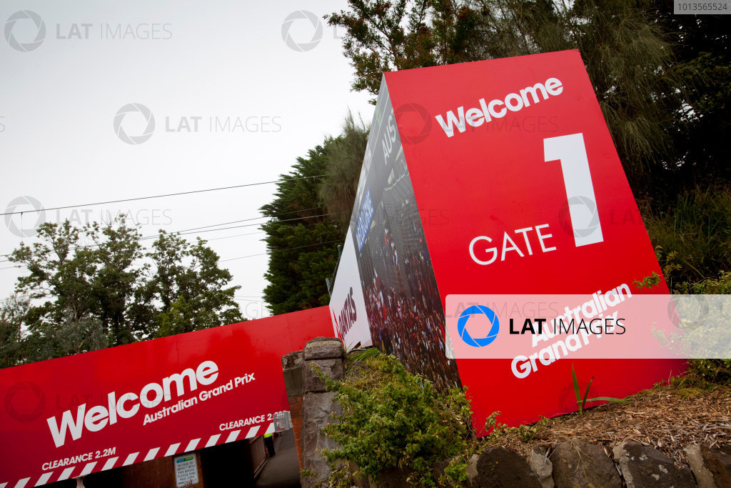 Albert Park, Melbourne, Australia22nd March 2011.Welcome signs to the Australian GPWorld Copyright: Alastair Staley/LAT Photographicref: Digital Image AS5D5773