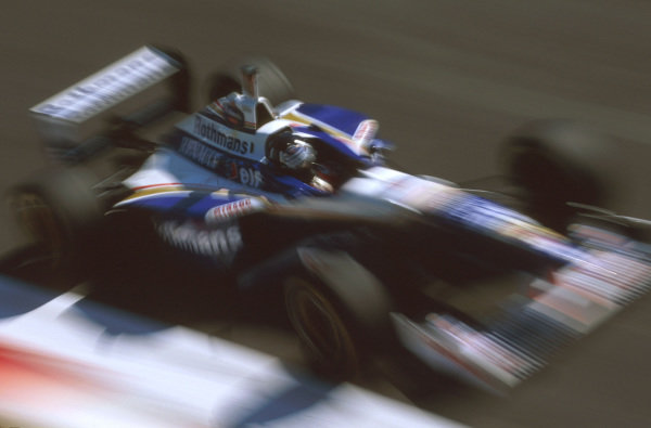Monza, Italy.6-8 September 1996.Damon Hill (Williams FW18 Renault) exited the race when he hit the tyres at the first chicane.Ref-96 ITA 13.World Copyright - LAT Photographic