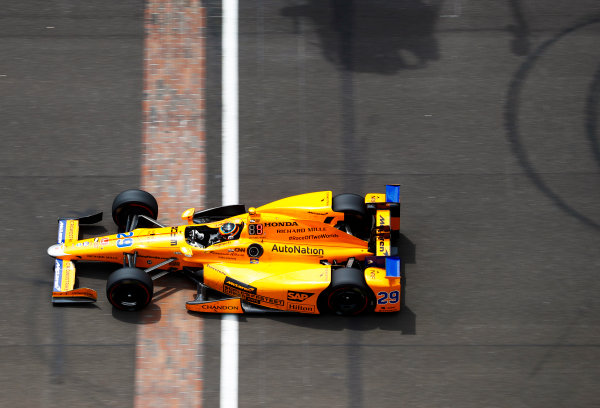 Verizon IndyCar Series Indianapolis 500 Race Indianapolis Motor Speedway, Indianapolis, IN USA Sunday 28 May 2017 Fernando Alonso, McLaren-Honda-Andretti Honda, crosses the Yard of Bricks World Copyright: Steven Tee/LAT Images ref: Digital Image _R3I9161