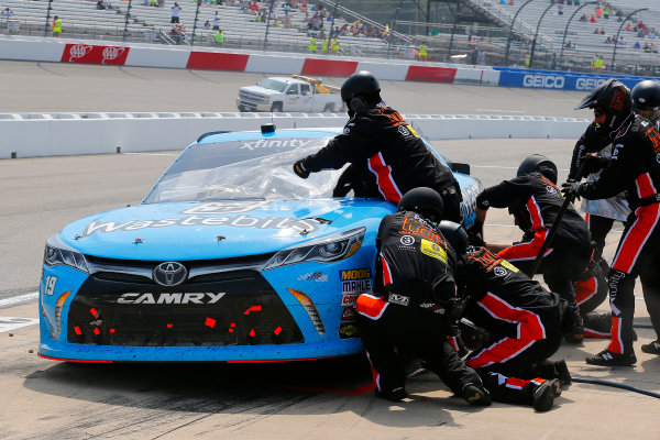 NASCAR Xfinity Series ToyotaCare 250 Richmond International Raceway, Richmond, VA USA Saturday 29 April 2017 Matt Tifft, Wastebits Toyota Camry pit stop World Copyright: Russell LaBounty LAT Images ref: Digital Image 17RIC1Jrl_4609