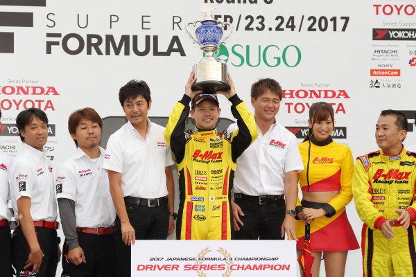 2017 Japanese Formula 3 Championship Sugo, Japan. 23rd - 24th September 2017. Rd 19 & 20. 2017 JAPANESE Formula 3 Driver?s Champion Mitsunori Takaboshi ( #23 B-MAX NDDP F3 ) podium portrait World Copyright: Yasushi Ishihara / LAT Images. Ref: 2017_JF3_R19&20_010