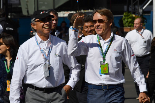 Jo Ramirez (MEX) and Adrian Fernandez (MEX) at Formula One World Championship, Rd19, Mexican Grand Prix, Qualifying, Circuit Hermanos Rodriguez, Mexico City, Mexico, Saturday 29 October 2016.