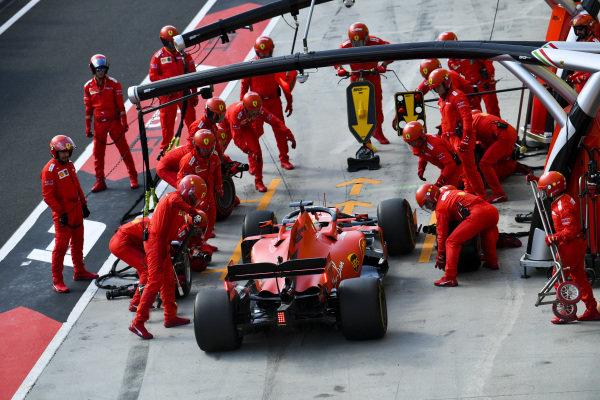 Sebastian Vettel, Ferrari SF90 pitstop