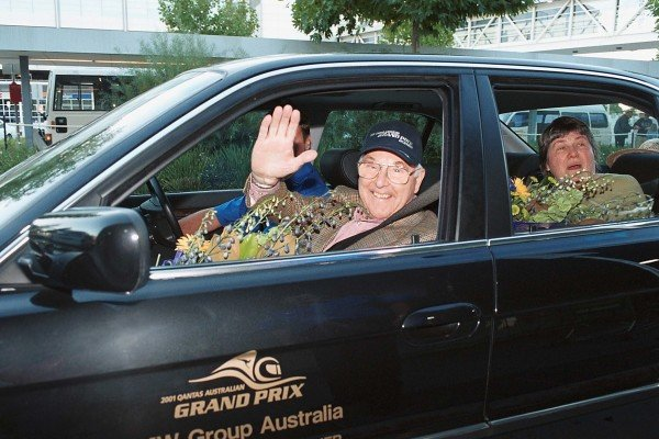 Murray Walker and wife Elizabeth arrive at Melbourne Preparations for the Australian GP - Melbourne, 25 February 2001