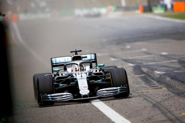Race Winner Lewis Hamilton, Mercedes AMG F1 W10 crosses the line