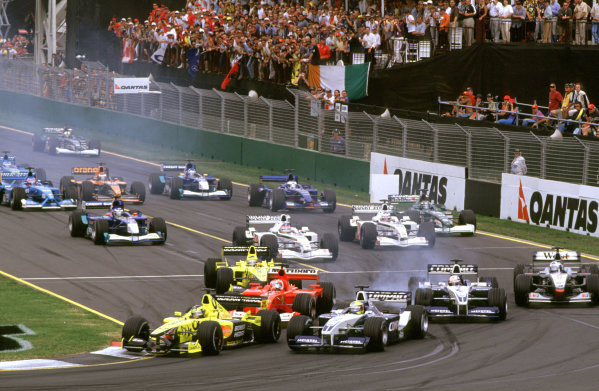 Australian Grand Prix.Albert Park, Melbourne, Australia. 2-4 March 2001.The battle for 3rd position at the start of the race.World Copyright - Clive Rose/LAT Photographic ref: 35mm Image Aus A13
