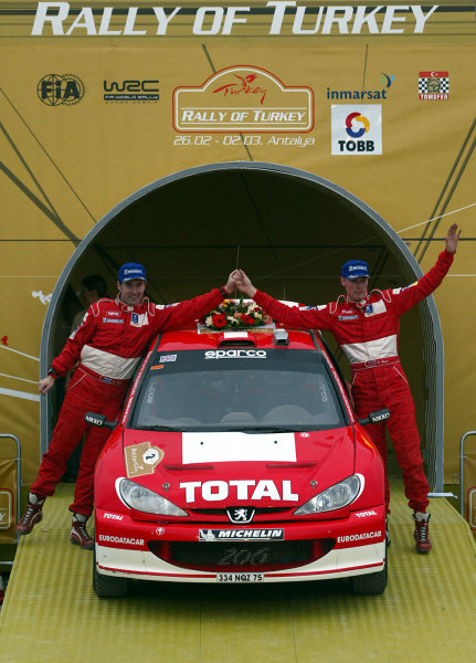 2003 FIA World Rally Championship. Kemer, Turkey. Rd3.26/2-2/3 2003.Richard Burns/Robert Reid (Peugeot) celebrate their 2nd position on the podium. World Copyright: McKlein/LAT Photographic