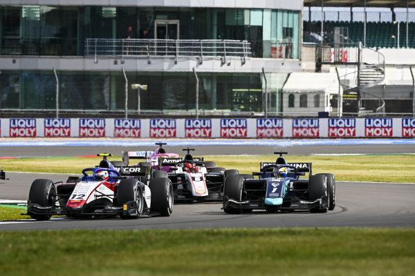 Pedro Piquet (BRA, CHAROUZ RACING SYSTEM) and Sean Gelael (IDN, DAMS)
