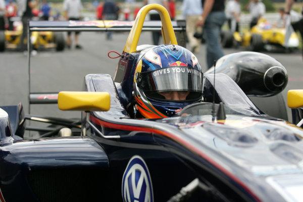 Snetterton, Norfolk. 3rd - 5th July 2009.Daniel Ricciardo (AUS) - Carlin Motorsport Dallara Volkswagen.World Copyright: Ebrey/LAT Photographic.