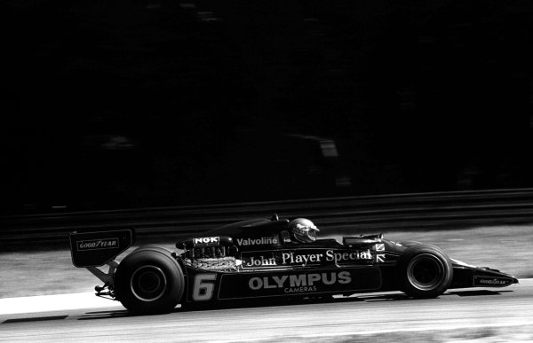 1978 Italian Grand Prix.Monza, Italy. 8-10 September 1978.Ronnie Peterson (Lotus 78-Ford) prior to fatal accident.World Copyright: LAT Photographic.