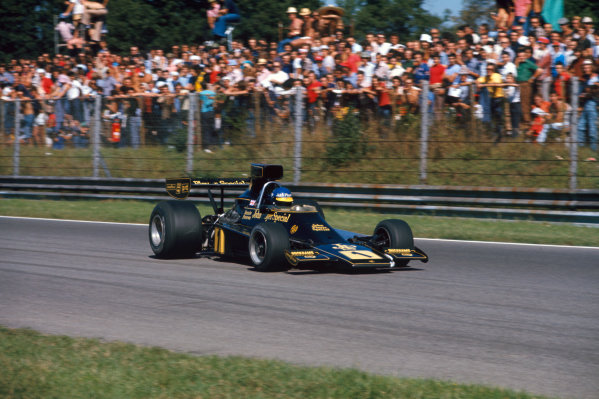 Monza, Italy. 6-8 September 1974. Ronnie Peterson, Lotus 76 Ford, in practice. Ref: 74ITA07. World Copyright - LAT Photographic
