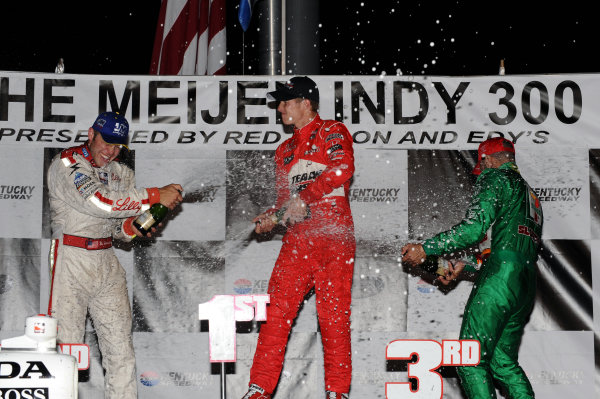 Podium and results:1st Ryan Briscoe (AUS) Team Penske, centre.2nd Ed Carpenter (USA) Vision Racing, left.3rd Tony Kanaan (BRA), Andretti Green Racing, right.IndyCar Series, Rd12, Meijer Indy 300, Kentucky Speedway, Sparta, KY, USA. 31 July - 1 August 2009.