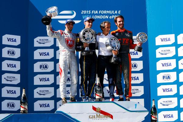 2014/2015 FIA Formula E Championship. London e-Prix, Battersea Park, London, UK. Saturday 27 June 2015. Sebastien Buemi (SWI)/E.dams Renault - Spark-Renault SRT_01E Jerome D'Ambrosio (BEL)/Dragon Racing - Spark-Renault SRT_01E Jean-Eric Vergne (FRA)/Andretti Motorsport - Spark-Renault SRT_01E  World Copyright: Zak Mauger/LAT Photographic/Formula E. ref: Digital Image _L0U9215