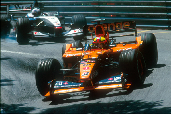 Monte Carlo, Monaco. 29th May 2001. Enrique Bernoldi keeps a charging David Coulthard behind him around the twisty Monaco circuit.World Copyright: Steven Tee/LAT Photographic ref: 35mm Priority Image 01MON05