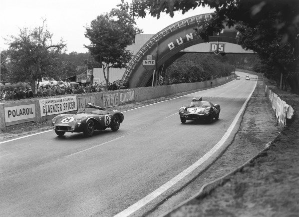 Le Mans, France. 28th - 29th July 1956.Stirling Moss / Peter Collins (Aston Martin DB3S), 2nd position, leads Ninian Sanderson / Ron Flockhart (Jaguar D-type), 1st position, action. World Copyright: LAT PhotographicRef: 773 - 50.