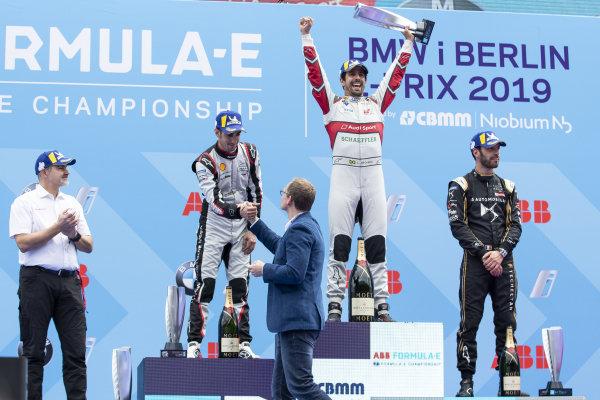 Lucas Di Grassi (BRA), Audi Sport ABT Schaeffler, 1st position, Sébastien Buemi (CHE), Nissan e.Dams, 2nd position, Jean-Eric Vergne (FRA), DS TECHEETAH, 3rd position, and Dieter Gass, Head of Audi Motorsports, on the podium