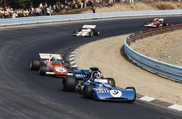 François Cevert, Tyrrell 002 Ford leads Clay Regazzoni, Ferrari 312B2.