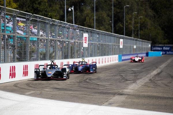 Sébastien Buemi (CHE), Nissan e.Dam, Nissan IMO1 leads Sam Bird (GBR), Envision Virgin Racing, Audi e-tron FE05