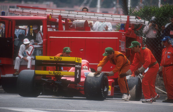 1990 Monaco Grand Prix.Monte Carlo, Monaco.25-27 May 1990.Marshals push Nigel Mansell (Ferrari 641) out of the way. He was lying fourth when battery problems caused his retirement on lap 64.Ref-90 MON 30.World Copyright - LAT Photographic