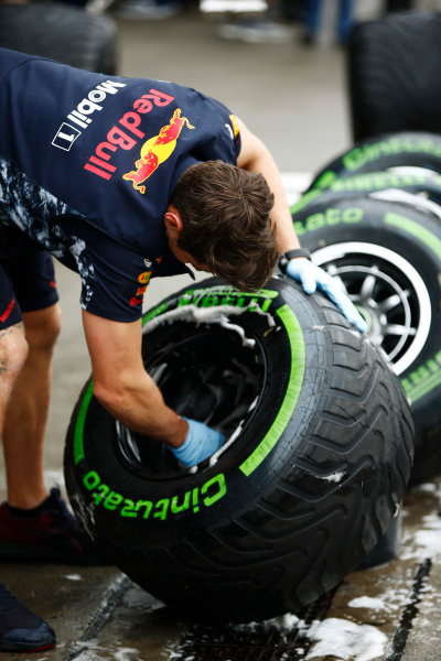Shanghai International Circuit, Shanghai, China.  Friday 07 April 2017. A Red Bull mechanic washes some Intermediate tyres. World Copyright: Andy Hone/LAT Images ref: Digital Image _ONZ4414
