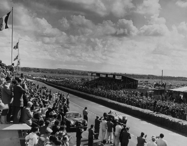 Le Mans, France. 23rd - 24th June 1951 Peter Whitehead/Peter Walker (Jaguar XK-120C), 1st position,  cruises past the pits, action. World Copyright: LAT Photographic Ref:  B/W Print