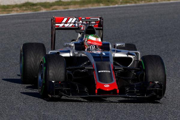 Circuit de Catalunya, Barcelona, Spain Tuesday 01 March 2016. Esteban Gutierrez, Haas VF-16.  World Copyright: Zak Mauger/LAT Photographic ref: Digital Image _L0U2250