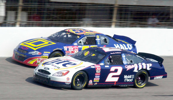 2000 NASCAR Winston Cup. North Carolina Speedway, Rockingham, NC, USA. 20th - 22nd October 2000. Rd 31. Rusty Wallace (Miller Lite Ford), 5th position passes Kenny Wallace (Square D / Cooper Lighting Chevrolet), retired, action.  World Copyright: Robt LeSieur / LAT Photographic.