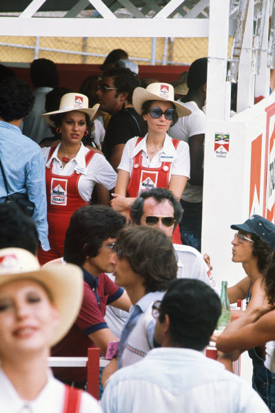 1975 Argentinian Grand Prix  Buenos Aires, Argentina. 10-12th January 1975.  Marlboro promotional girls.  Ref: 75ARG06. World copyright: LAT Photographic