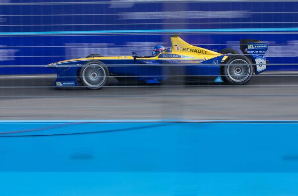 2015/2016 FIA Formula E Championship. Punta del Este ePrix, Punta del Este, Uruguay. Saturday 19 December 2015. Nicolas Prost (FRA), Renault e.Dams Z.E.15. Photo: Jed Leicester/LAT/Formula E ref: Digital Image _L1_5451