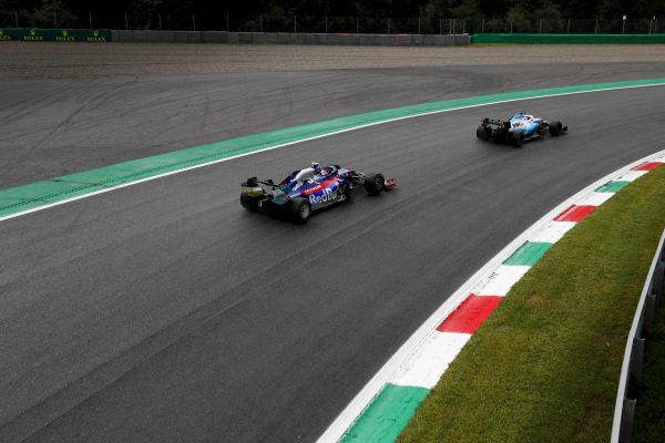 George Russell, Williams Racing FW42, leads Daniil Kvyat, Toro Rosso STR14