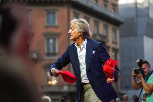 Luca di Montezemolo throws caps to the crowd