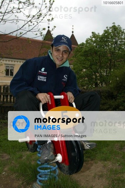 Sauber driver Felippe Massa (BRA) considers a switch to motorcycle racing.Austrian Grand Prix, A1-Ring, 9 May 2002.DIGITAL IMAGE