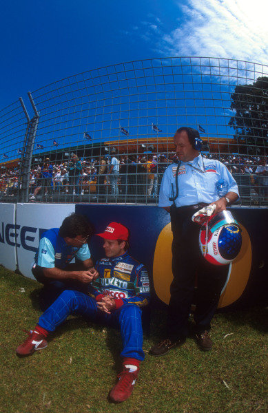 1993 Australian Grand Prix.Adelaide, Australia.5-7 November 1993.Rubens Barrichello (Jordan Hart) 11th position, before the start of the race with team boss Eddie Jordan and his father with his helmet and gloves.Ref-93 AUS 28.World Copyright - LAT Photographic