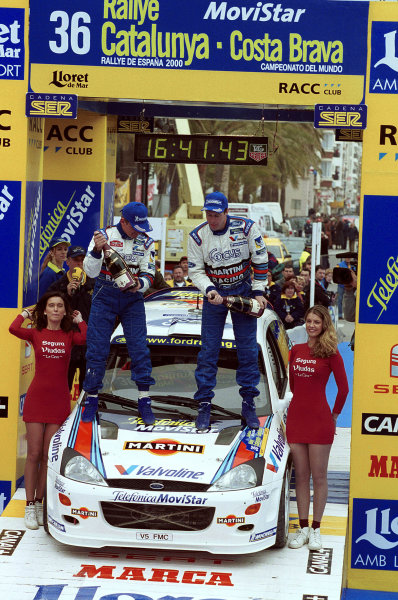 2000 World Rally ChampionshipRound 5, Catalunya31st March - 2nd April 2000Colin McRae (right) & Nicky Grist (left) celebrate victory.Photo: McKleinTel: +44 (0)181 251 3000Fax: +44 (0)181 251 3001Somerset House,Somerset Road,Teddington,Middlesex,TW11 8RUUnited Kingdon.