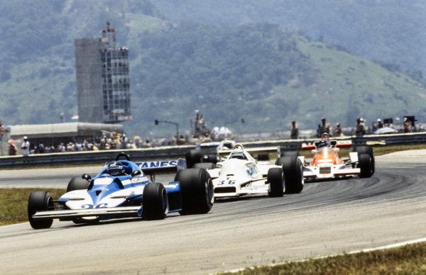 Jacques Laffite, Ligier JS7 Matra leads Riccardo Patrese, Arrows FA1 Ford and James Hunt, McLaren M26 Ford.