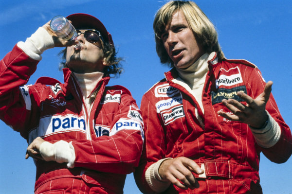 James Hunt talks to Niki Lauda.