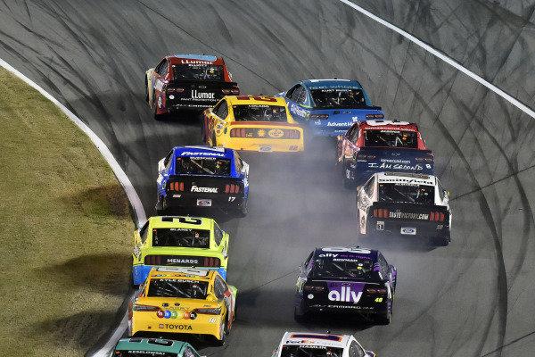 #9: Chase Elliott, Hendrick Motorsports, Chevrolet Camaro Llumar and #22: Joey Logano, Team Penske, Ford Mustang Shell Pennzoil
