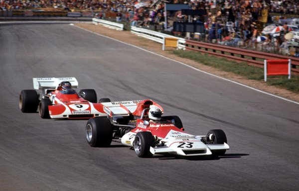 1972 South African Grand Prix.Kyalami, South Africa.2-4 March 1972.Howden Ganley (BRM P160B) leads Jacky Ickx (Ferrari 312B2).Ref-72 SA 19.World Copyright - LAT Photographic