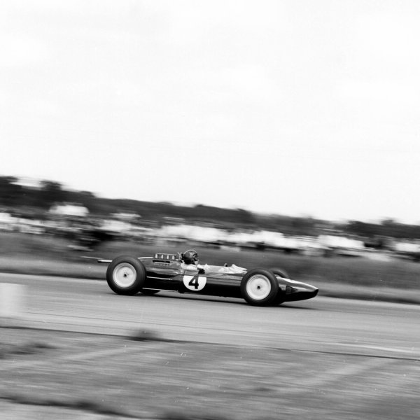 1963 British Grand Prix.Silverstone, England.18-20 July 1963.Jim Clark (Lotus 25 Climax) 1st position.Ref-20376.World Copyright - LAT Photographic