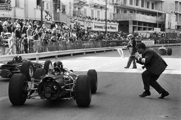 Race winner Graham Hill, BRM P261, is greeted by race director Louis Chiron and photographer Horst Baumann as he completes his victory lap.