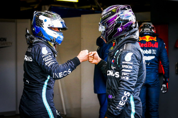 Lewis Hamilton, Mercedes-AMG Petronas F1 congratulates Pole Sitter Valtteri Bottas, Mercedes-AMG Petronas F1 in Parc Ferme
