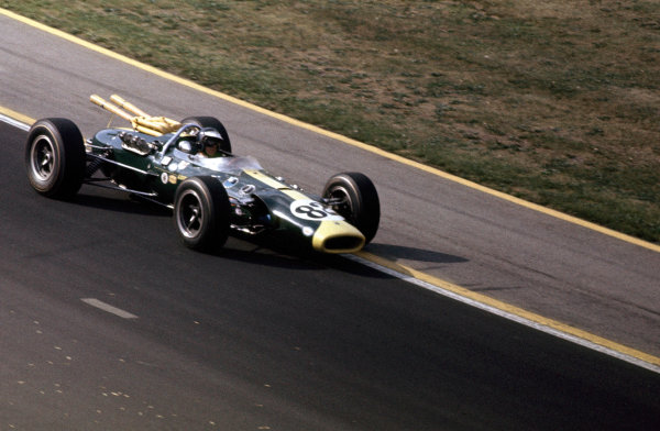 Indianapolis, Indiana, USA.  31st May 1965.  Jim Clark, Lotus 38-Ford, 1st position, action. World Copyright - Dave Friedman/LAT Photographic. Ref: Digital File Only