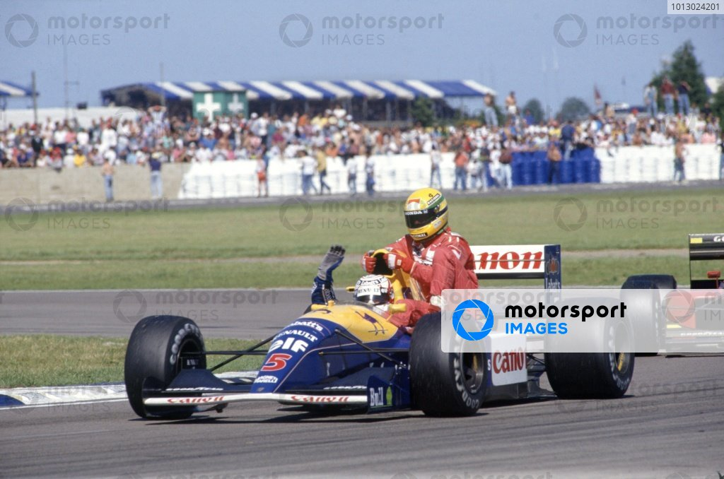 1991 British Grand Prix. Silverstone, Great Britain. 14 July 1991. Nigel Mansell, Williams FW14-Renault, 1st position, gives Ayrton Senna, McLaren MP4/6-Honda, 4th position, a lift back to the pits, action. World Copyright: LAT Photographic Ref: 35mm transparency 91GBR11