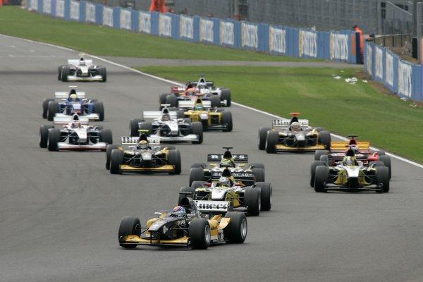 2006 F3000 ChampionshipSilverstone, England.13th August 2006Race startWorld Copyright - Ebrey/LAT Photographic