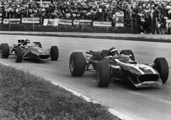 Monza, Italy. 10 September 1967.Jochen Rindt, Cooper T81-Maserati, 4th position, leads Bruce McLaren, McLaren M5A-BRM, retired, action.World Copyright: LAT PhotographicRef: Motor b&w print