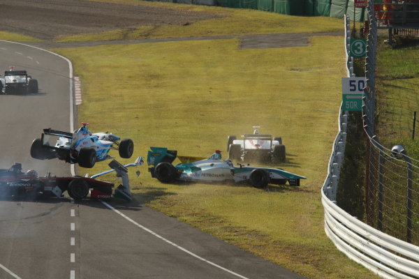 2014 Super Formula Series Sugo, Japan. 27th - 28th September 2014. Rd 6. The first lap accident, action World Copyright: Yasushi Ishihara / LAT Photographic. Ref:  2014SF_Rd6_022.JPG
