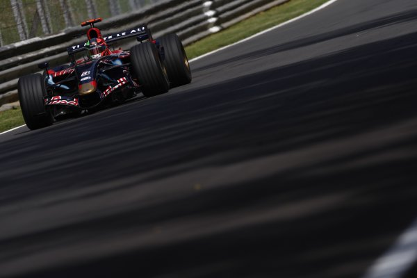 2007 Italian Grand Prix - Friday PracticeAutodromo di Monza, Monza, Italy.7th September 2007.Vitantonio Liuzzi, Toro Rosso STR02-Ferrari. Action. World Copyright: Lorenzo Bellanca/LAT Photographicref: Digital Image _64I5030