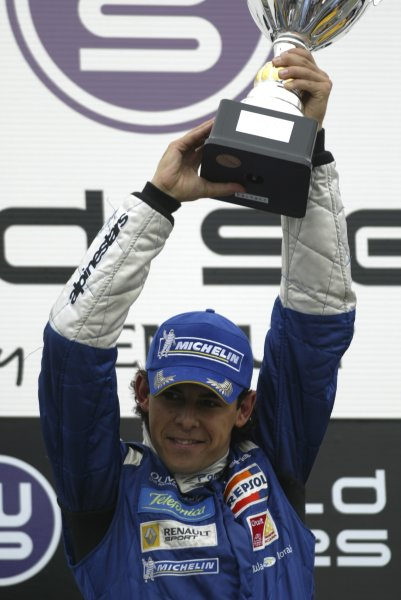 2005 Renault World Series Donington, England. 10-11 September 2005 Adrian Valles (Pons Racing). celebrates his victory on the podium. race one World Copyright:  Andrew Ferraro/LAT Photographic. Ref: Digital Image Only