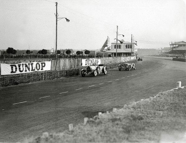 Le Mans, France. 16-17 June 1934.Roger Labric/Pierre Veyron (Bugatti T50) leads Earl Howe/Tim Rose-Richards (Alfa Romeo 8C).Ref-Motor 800/88.World Copyright - LAT Photographic